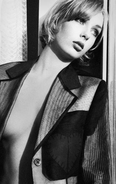Sandra_Bauer_Hmabur_1997_Moschino_jacket