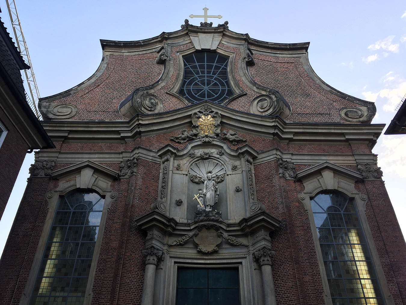 Tony_Ward_photography_travelogue_Hamburg_Germany_old_world_charm_church_Reeperbahn_religeon