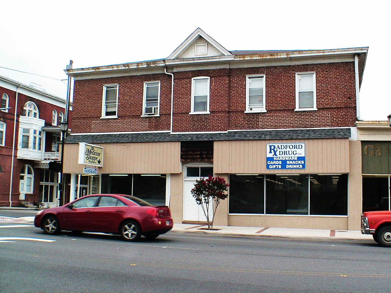 Tony_Ward_Studio_old_court_house_Radford_Virginia_main_street