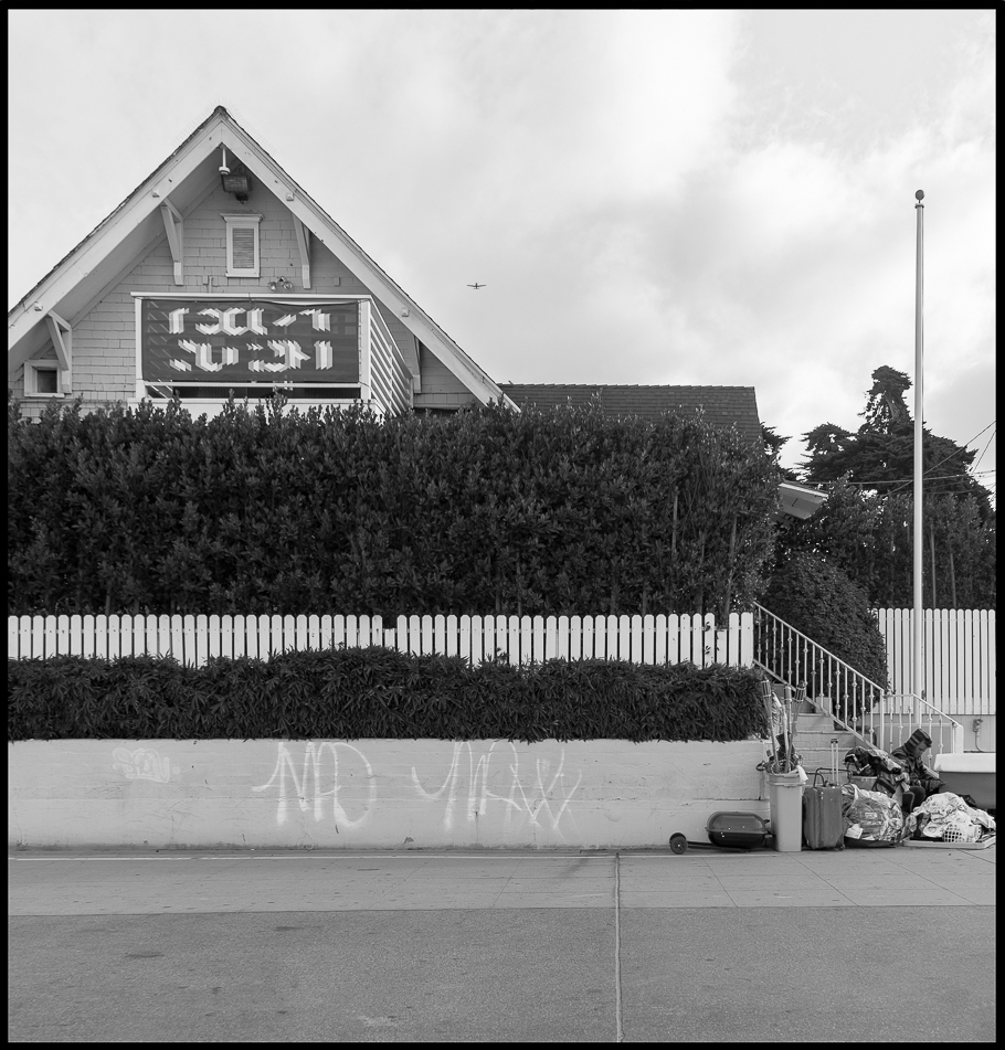 Ed_Simmons_Venice_Beach_Trashed_Tony_Ward_Studio_exclusive_documentary_beach_house_white_picket_fence