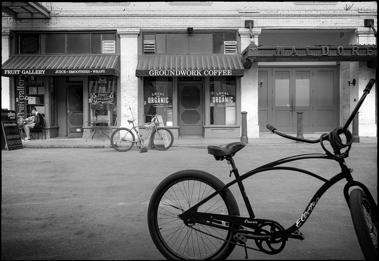 Ed_Simmons_street_art_venice_Beach_California_Waldorf_cycling