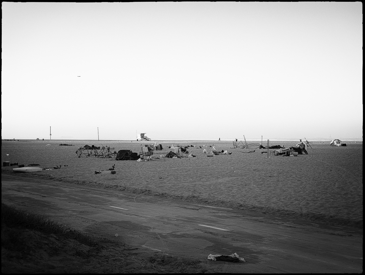 Ed_Simmons_street_art_venice_Beach_California_trash_debris