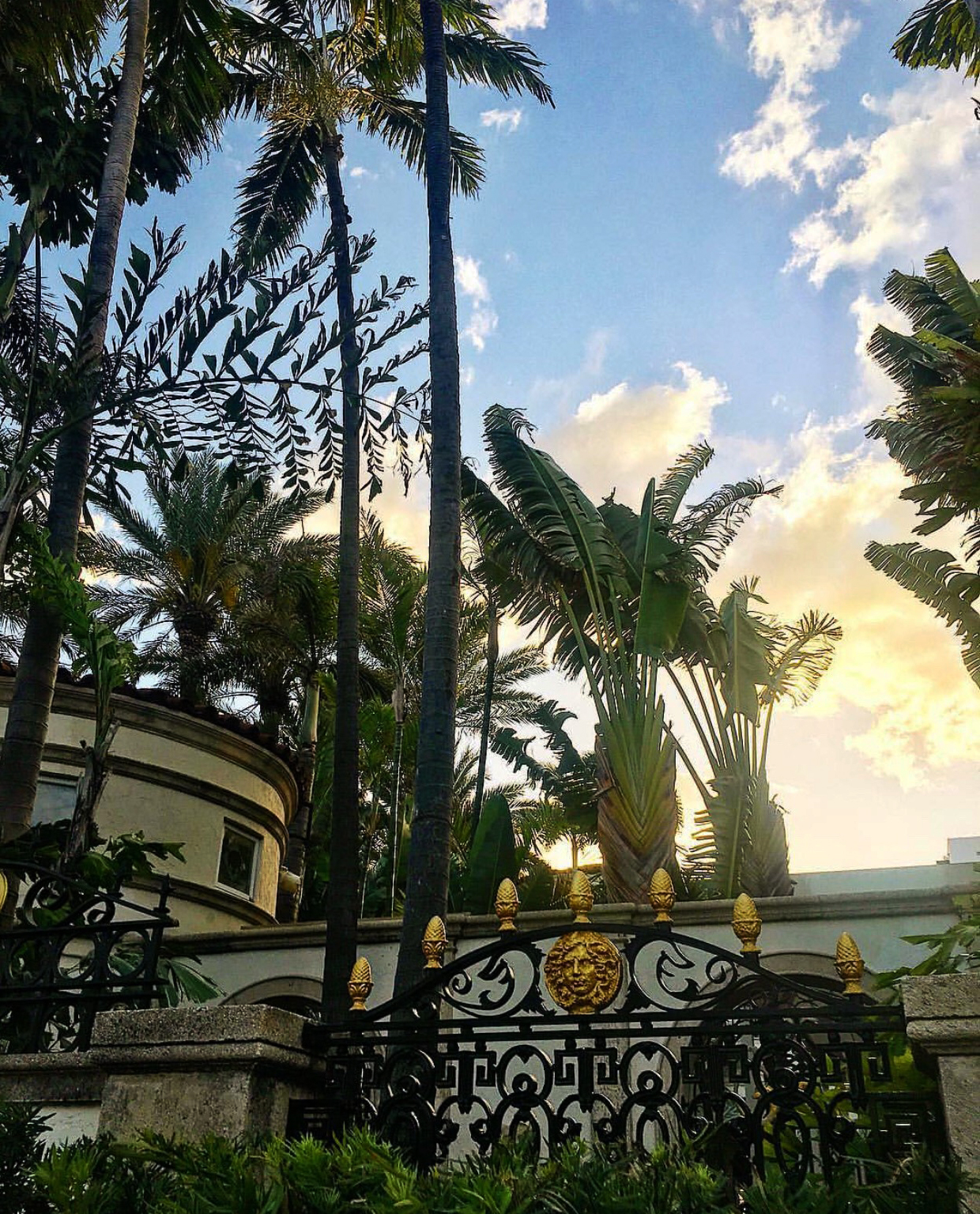 Katie_Kerl_photo_Versace_mansion_Miami