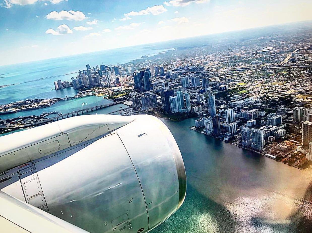 Miami_skyline_airplane_arrival