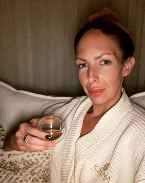 Katie_Kerl_bathrobe_Miami