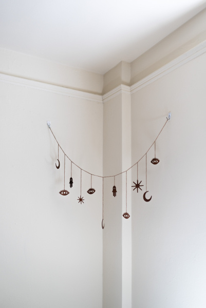 Tina-Captivity-Apartment-Objects-Suspend